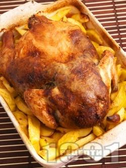 Печено пиле пълнено с дробчета, гъби и ориз върху с картофи на фурна по селски - снимка на рецептата